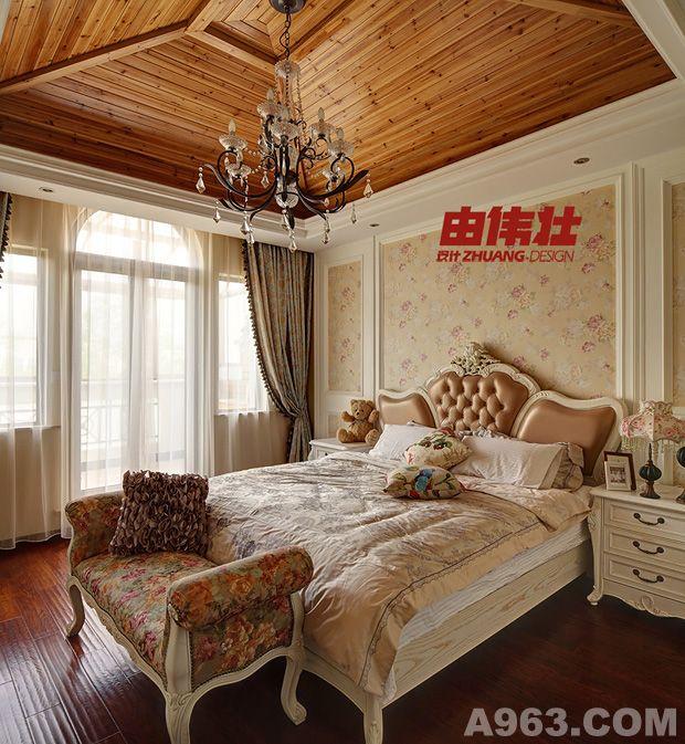 欧式风情的罗马帘,希腊式大理石背景墙拱形造型