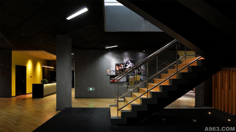设计说明:   新落成的环上大影视园区电影大师工作室,拉开上海闸北